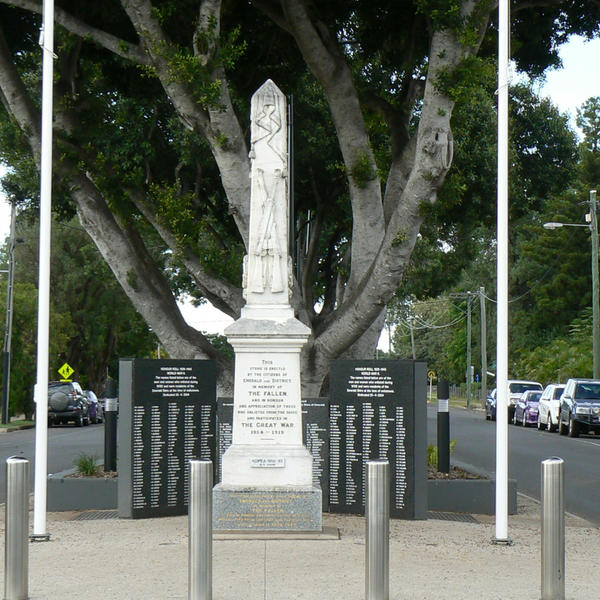 The original First World War obelisk is now complemented with an Honour Roll wall for the Second World War