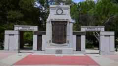 Deniliquin War Memorial 01.JPG