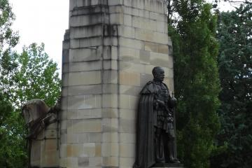 Eastern face of King George V Memorial showing the Statue of King George V