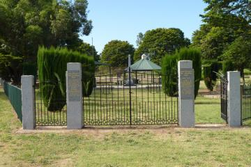 Within the War Memorial Park are the memorials to the First and Second World Wars