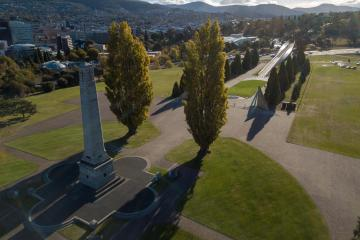 Hobart Cenotaph, with the Bridge of Remembrance in background.