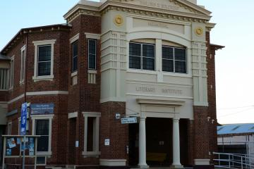 West Wyalong Sailors & Soldiers Literary Institute was erected as a war memorial to commemorate those who served in the First World War