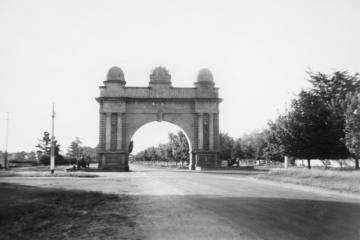 Ballarat's Arch of Victory, the entrance to the city's Avenue of Honour.